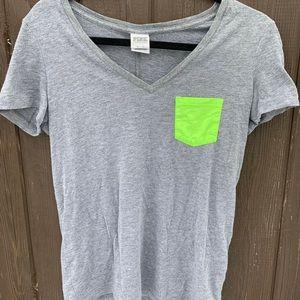 VS PINK grey t shirt 💚